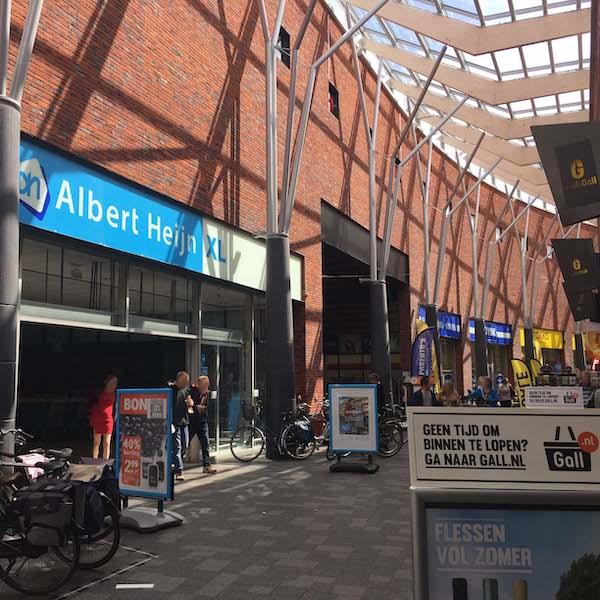 Winkels aan de overkant huurappartement Assen Mercuriushof