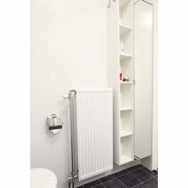 Compleet ingerichte badkamer met veel opbergruimte appartement Mercuriushof Dr. Schaepmanstraat 143 Assen_5