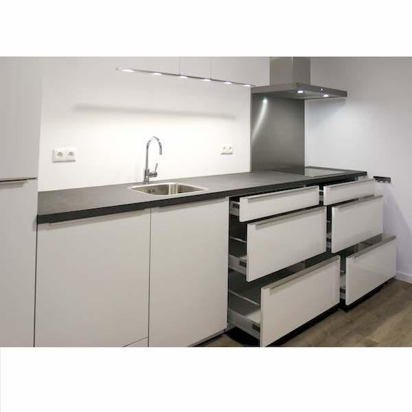 Luxe keuken met brede laden in appartement Mercuriushof Dr. Schaepmanstraat 143 Assen_2